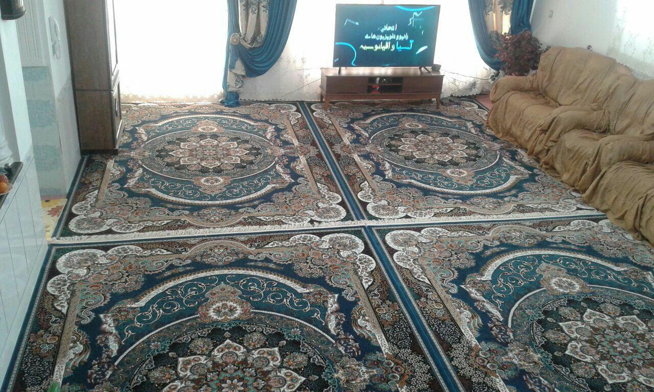 نمایی از فرش داخل منزل